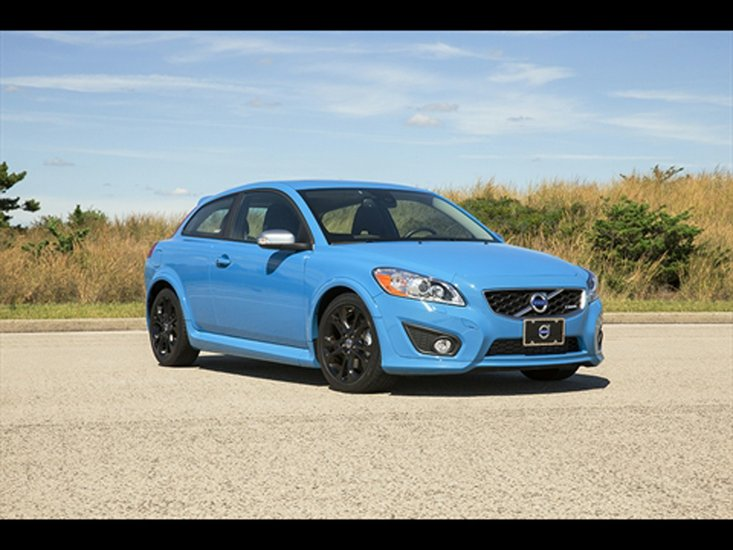 The volvo c30 t5 m r design represents a not so characteristic flare by the