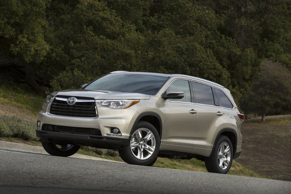 Although they call it a sport utility vehicle, the 2014 Toyota Highlander is a midsize unibody constructed utility vehicle. In ...