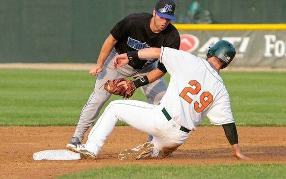 The Joliet Slammers defeated Windy City with an offensive outburst 16-5 on Saturday night.