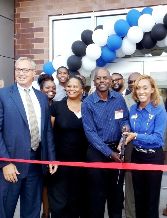 The YMCA of Metro Chicago unveiled $3.6 million in renovation s to its South Side YMCA (Y) facility located at ...