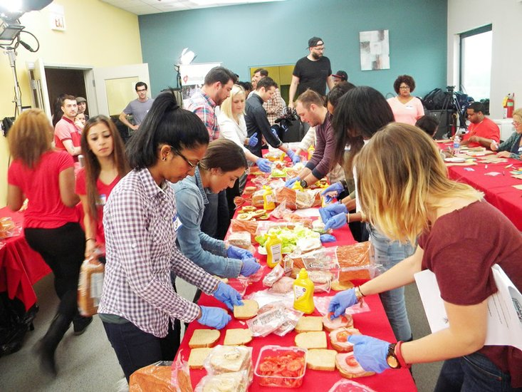 Hashtag Lunchbag Chicago Partners With Hillshire Farms To Feed The Community 6 17 2017 5 01 P M