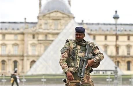 PARIS— France made an unprecedented demand Tuesday that its European Union allies support its military action against the Islamic State ...