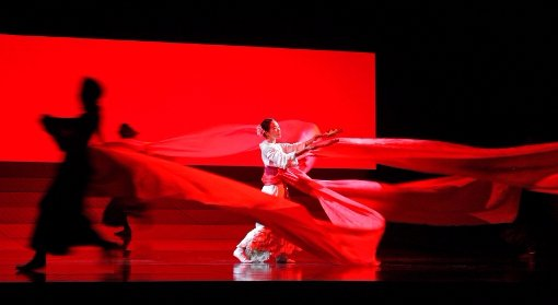 The late filmmaker Anthony Minghella's production of Puccini's Madama Butterfly got an appropriately sweeping treatment from Live HD Director Gary ...
