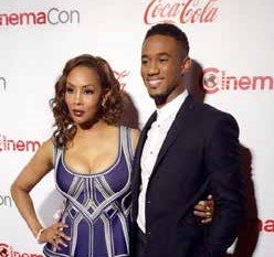 Vivica A. Fox Absolutely Stuns at Cinemacon Actress VIVICA A. FOX was spotted stunning audiences with her fabulous look recently ...