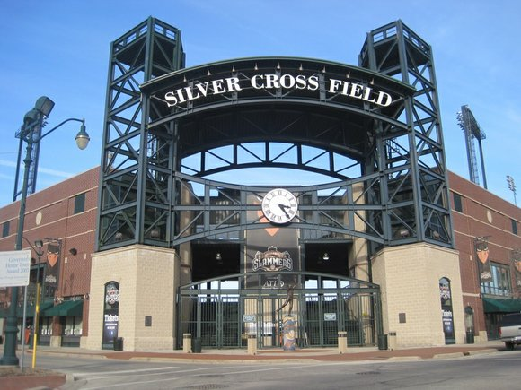 On the same night that it approved a new one-year contract for the Joliet Slammers baseball team to operate its ...
