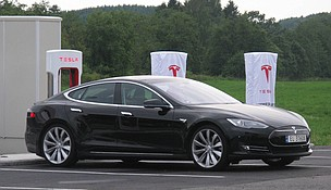 Tesla Motors will produce more lithium ion batteries in its new Nevada Gigafactory than were produced worldwide in 2013. Credit: Nakhon100, FlickrCC.
