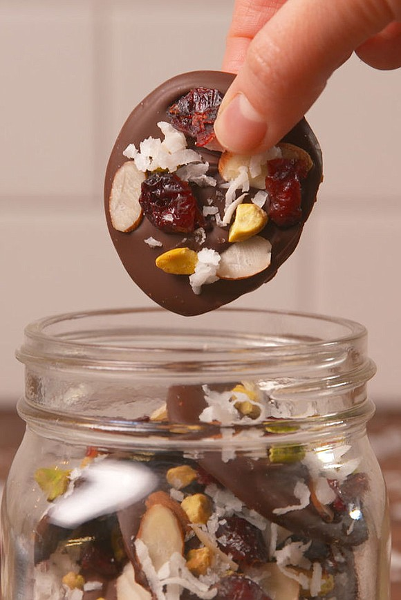 SERVINGS: 6 INGREDIENTS 1 1/2 c. dark chocolate chips, melted 1/2 c. dried cranberries 1/2 c. sliced almonds 1/2 c. ...