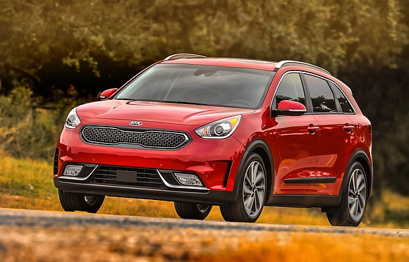 With its no-compromise combination of head turning style, cutting-edge technology, real-world utility and eye-popping fuel economy, the 2017 Kia Niro ...