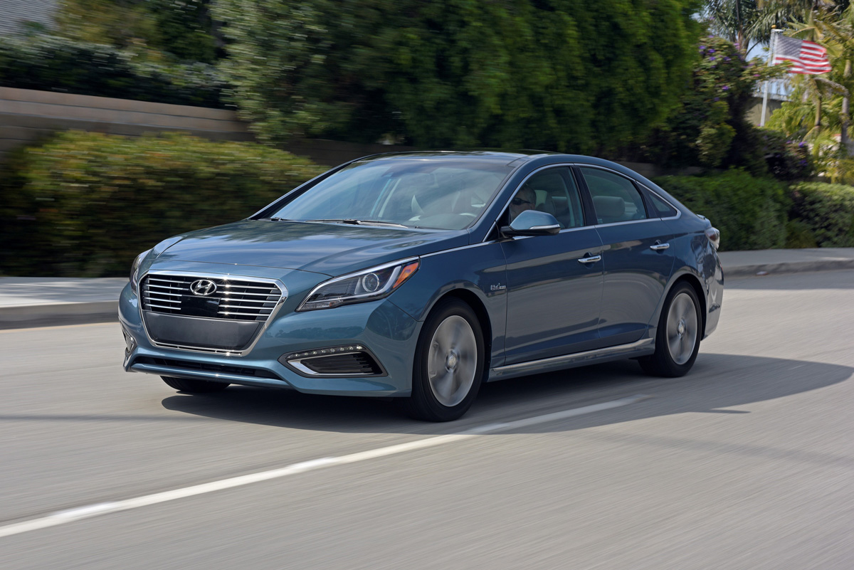 canadian plug hyundai in hybrid vehicle reviews side phev sonata review electric auto