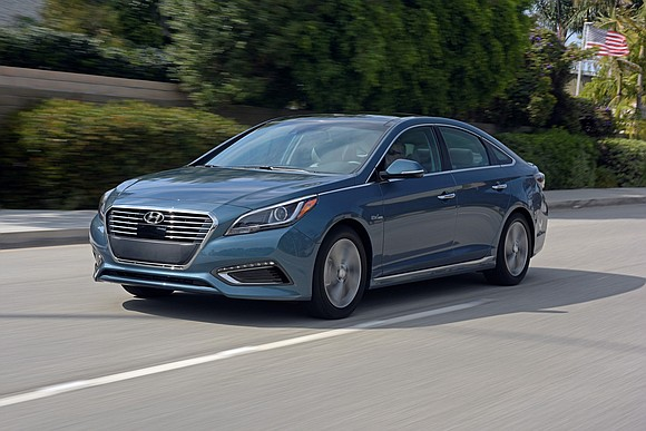 Quietly, Hyundai has entered the world of electric vehicles. With its 2017 Sonata Plug-in Hybrid, the Korean automaker now offers ...