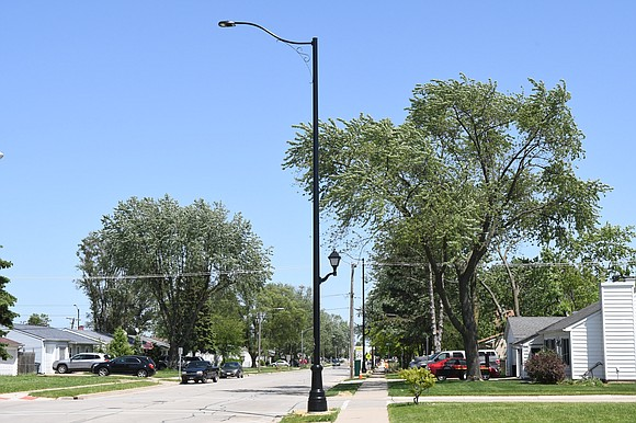 Romeoville - Romeoville continues to identify and upgrade main thoroughfares in the village. Phase two of the decorative street lighting ...