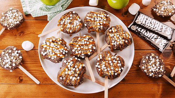 SERVINGS: 8 / TOTAL TIME: 30 MINS INGREDIENTS 2 c. chocolate chips, melted 1 tbsp. coconut oil 2 apples 1/2 ...