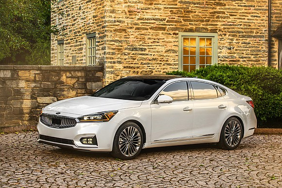 Kia didn't make many changes to the 2018 Cadenza. In a way, they didn't need to; the mini full-size sedan ...