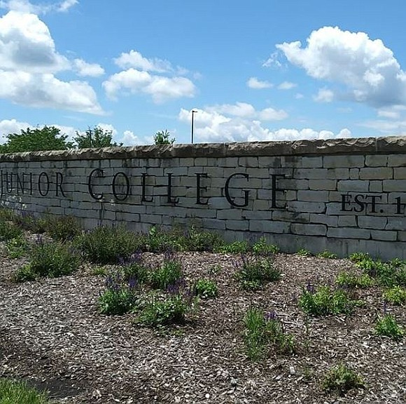 The Joliet Junior College Full-time Faculty Union has awarded $8,900 in scholarships to assist local students.