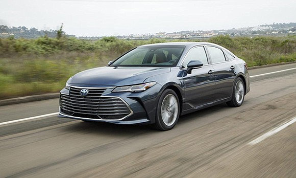 The 2019 Toyota Avalon Hybrid is an awfully good midsize sedan. The brand's flagship car was given a complete makeover ...