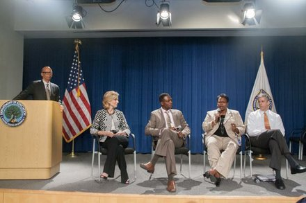 Michael L. Lomax, UNCF president & CEO with roundtable participants Katherine Brittain Bradley, Dean Garfield, Kaya Henderson, and Arne Duncan