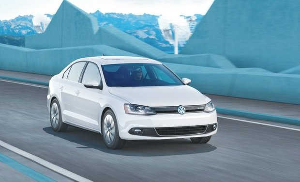 The Jetta Hybrid offers the only turbocharged engine and dual-clutch transmission in the compact hybrid class. (Courtesy of Volkswagen of America, Inc.)