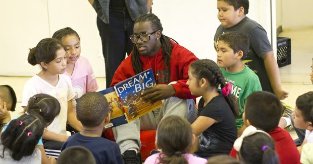 Dallas Cowboys wide receiver Dwayne Harris made a stop in Pleasant Grove as part of its Project Transformation program.