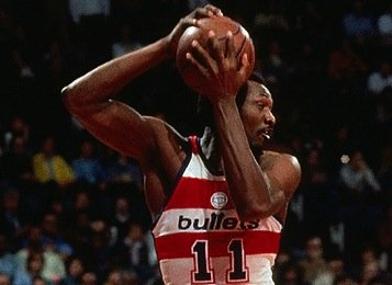 "Elvin Hayes is one of basketball's 50 greatest players, but the ""Big E"" doesn't top a poll of the greatest ..."