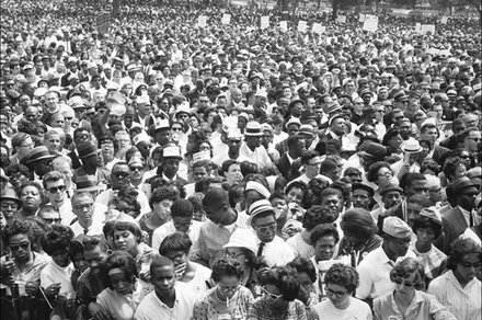 Photo captures the faces of the 1963 March on Washington at the National Mall.