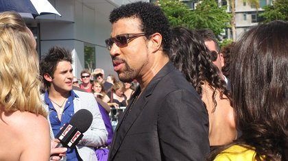 Lionel Richie walks the red carpet in Los Angles, California at the American Idol finale May