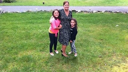 """Darlene Freire-Geller says teaching Spanish to her two youngest daughters, Emily (8) and Hailey (4), """"just didn't happen."""" Freire-Geller, who is a second-generation American, knows Spanish but speaks English at work and at home. Her husband, Ira, only speaks English."""