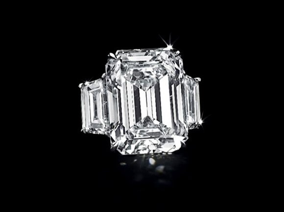 Kim Kardashian's 20-carat diamond engagement ring, a remnant of her 72-day marriage to NBA basketball player Kris Humphries, was auctioned ...