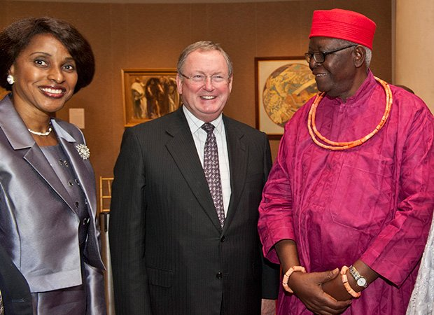 Dr. Arese Carrington, Ann and Graham Gund Director Malcolm Rogers and His Royal Highness Professor Gregory I. Akenzua of Benin Kingdom. (Photo courtesy of the Museum of Fine Arts, Boston)