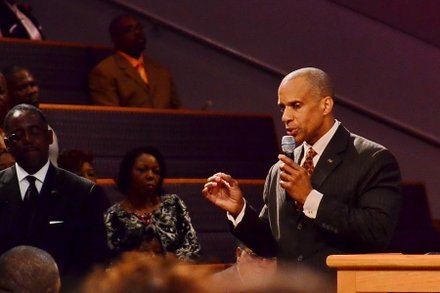 Walter Kirkland, president of 100 Black Men of Prince George's County, speaks at the funeral service for Sheila Stewart at University Park Baptist Church in Charlotte, N.C., on Oct. 30. Stewart, a longtime radio personality in D.C., was killed Oct. 24 in an automobile accident in Atlanta. (Paul Williams/Paul-3 Photography)