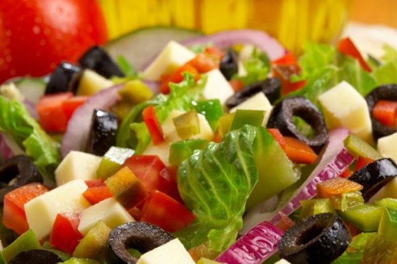 Middle-aged women who follow a heart-healthy Mediterranean diet may live a healthier, longer life, a new study suggests.