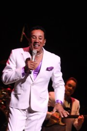 Smokey Robinson Performs