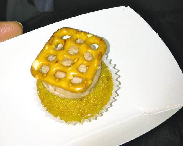 Prohibition Bakery Beer & Pretzel Cupcake