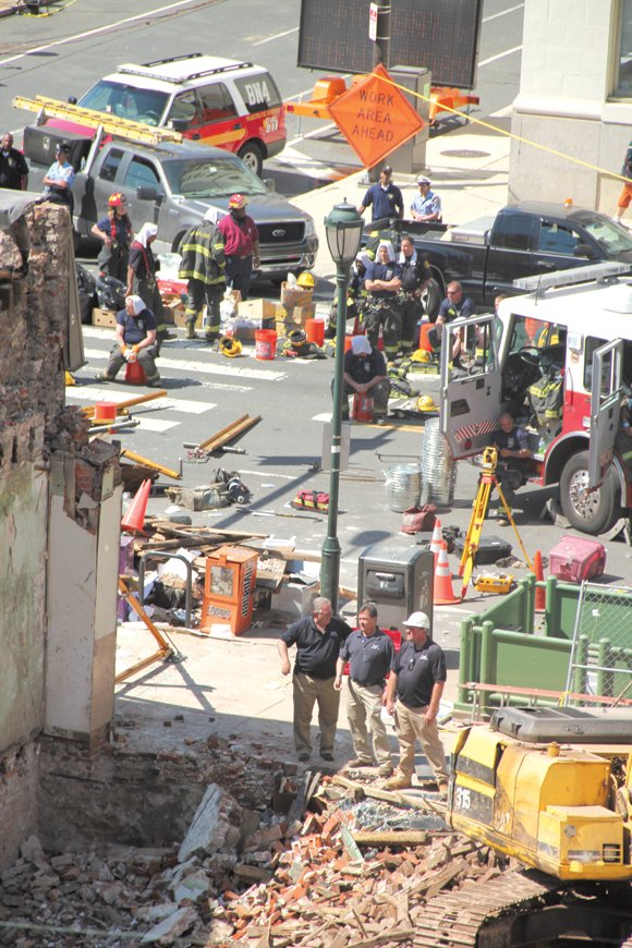 (CNN) -- A contractor connected with a fatal building collapse in Philadelphia now faces murder charges.