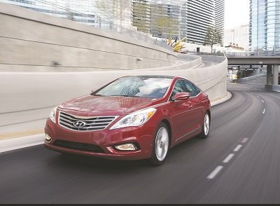 Drivers will love Azera's turning-circle diameter, which is one of the best in its class. Despite the car's hefty exterior dimensions, it's a snap to park. (Courtesy of Hyundai Motor America)