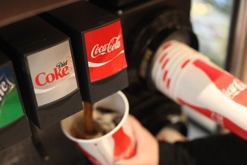 Coca Cola fountain drinks, 16oz. and larger cups being filled with soda. New York Mayor Michael Bloomberg proposes to ban all sugary soda drinks sold in large cups.