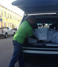 BGE employees volunteer with Moveable Feast to honor Dr. Martin Luther King Jr. Day and deliver meals to Baltimore City homebound residents who are affected by HIV/AIDS.