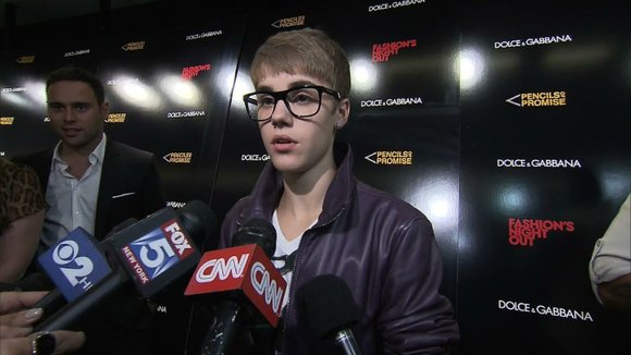 Justin Bieber and his father allegedly refused a pilot's warning to stop smoking pot during a flight from Canada to ...