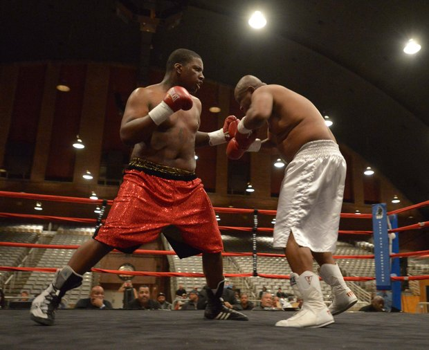 Zakki Scott (left) won a unanimous decision against Franklin Edmondson on Friday, Feb. 7 during a bout at the D.C. Armory.