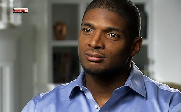 Michael Sam, an All-American defensive lineman from the University of Missouri, publicly revealed that he's gay on Sunday, creating the ...