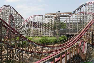 Four Injured as Roller Coaster Derails at Six Flags Magic ...