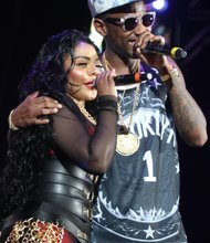 "Lil Kim and Snoop Dog perform as part of the ""Get Covered"" tour"