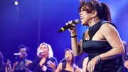 Valerie Simpson performs with students at Berklee College of Music's 2014 commencement concert.