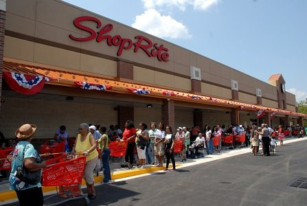 Shoppers line up at the new ShopRite in Howard Park