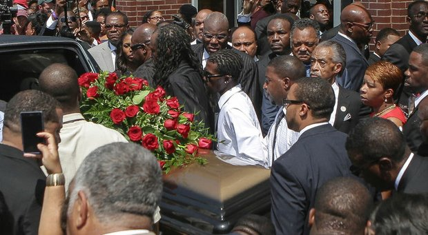 Thousands mourn Michael Brown in Ferguson