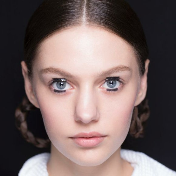 Peter Philips, Creative and Image Director for Dior Makeup, created a graphic makeup look punctuated with a play on shine ...