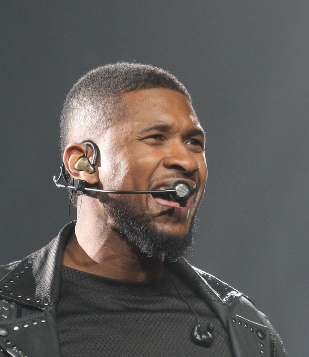 Fans from multiple generations were entertained by Usher at the FedExForum on Monday night (Dec. 8). (Photos: Warren A. Roseborough)