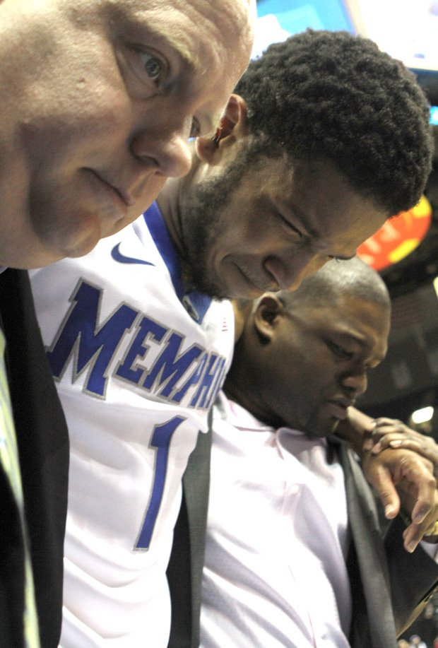 Memphis guard Markel Crawford fell awkwardly in the first half against Oklahoma State and has been diagnosed with a sprained left knee. (Photo: Warren Roseborough/ The New TSD)