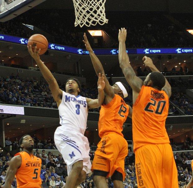 Memphis' Pookie Powell scores over Michael Cobbins. (Photo: Warren Roseborough/ The New TSD)