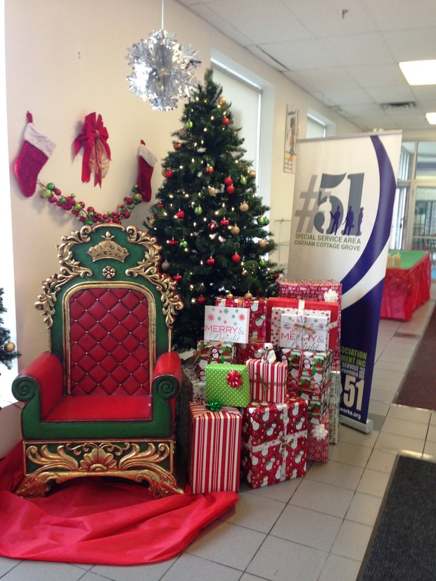 Chatham Business Association (CBA) and Special Service Area (SSA) #51 partnered to host Winterfest last Friday, a holiday themed event to thank customers who supported local Chatham businesses throughout the holiday season which was held at the at the CBA office, 800 E. 78th St. in Chicago.
