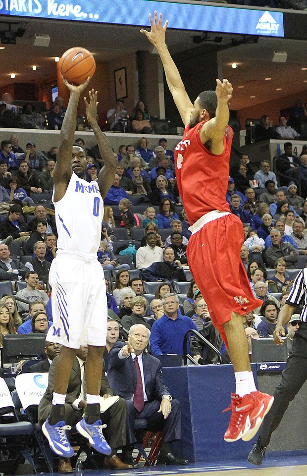 Memphis' Trashon Burrell shoots a 3-pointer over LeRon Barnes of Houston. (Photo: Warren Roseborough)